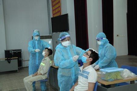 Vĩnh Phúc: Tiêm vắc xin phòng Covid-19 miễn phí cho người dân từ 18 tuổi