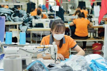 Người lao động và doanh nghiệp khó khăn do COVID-19 sẽ được hỗ trợ ra sao?