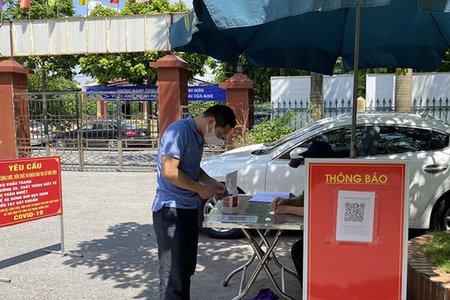 Hà Nội yêu cầu tất cả người dân qua chốt kiểm soát phải quét mã QR
