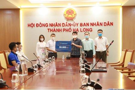 Văn Phú – Invest trao tặng 30.000 bộ xét nghiệm nhanh COVID-19 cho Thành Phố Hạ Long