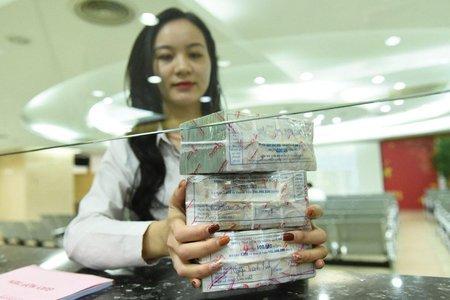 Bản tin kinh tế, tài chính ngày 17/8/2021: Ngân hàng thanh lý túi ni lông, hạt nhựa để thu hồi nợ
