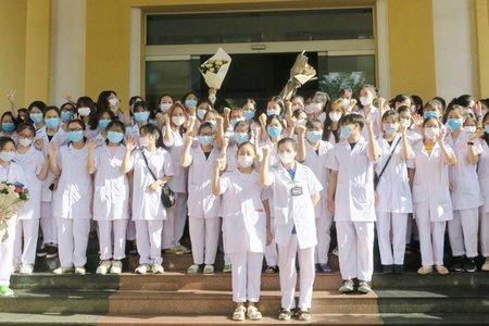 Quốc Oai: trên 100 bác sĩ, sinh viên về hỗ trợ lấy mẫu xét nghiệm và tiêm vắc xin