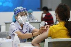 TP.HCM cho người dân đăng ký tiêm vaccine qua tổng đài 8066