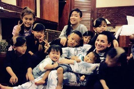 Các con nuôi của ca sĩ Phi Nhung ra sao khi mẹ qua đời?