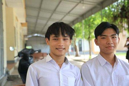 Niềm vui vào đại học của 2 sinh viên mồ côi ở Làng SOS