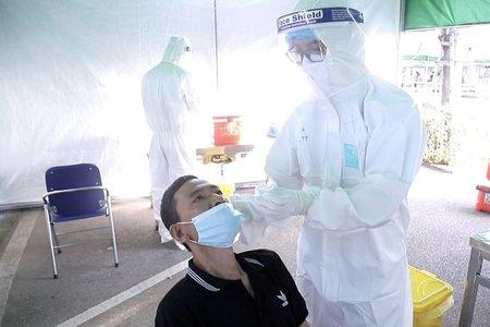Người bệnh không phải trả phí test Covid-19 khi được chỉ định